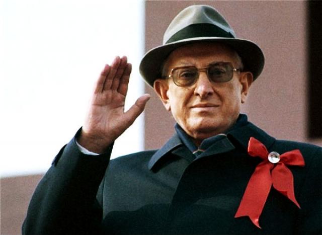 Ю.В.Андропов. 19 февраля 1983 года в подъезде элитного дома 26 по Кутузовскому проспекту в Москве Светлана Щелокова стреляла в генсека.