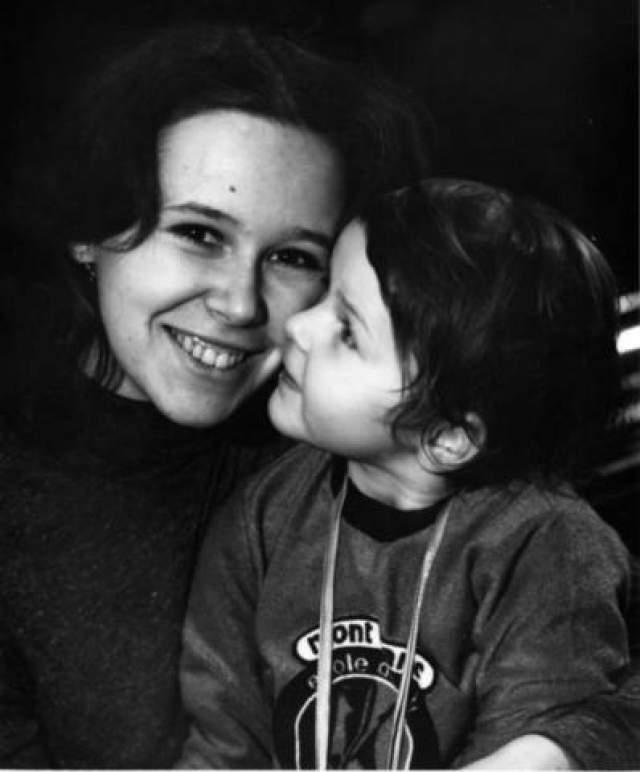 Евгения Симонова с дочерью Зоей.