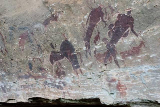 Наскальные изображения гигантских людей из Южной Африки.