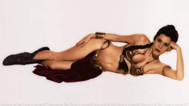 Кэрри Фишер / Звездные войны : Возвращение Джедая Чтобы сделать сагу ещё более зрелищной, Джордж Лукас в шестом эпизоде полностью раскрыл потенциал принцессы Леи, сделав ее рабыней Джаббы Хатта. С тех пор фантазии на тему культового бикини не прекращаются ни в кино, ни в жизни фанатов фильмов о далёкой-далекой галактике.