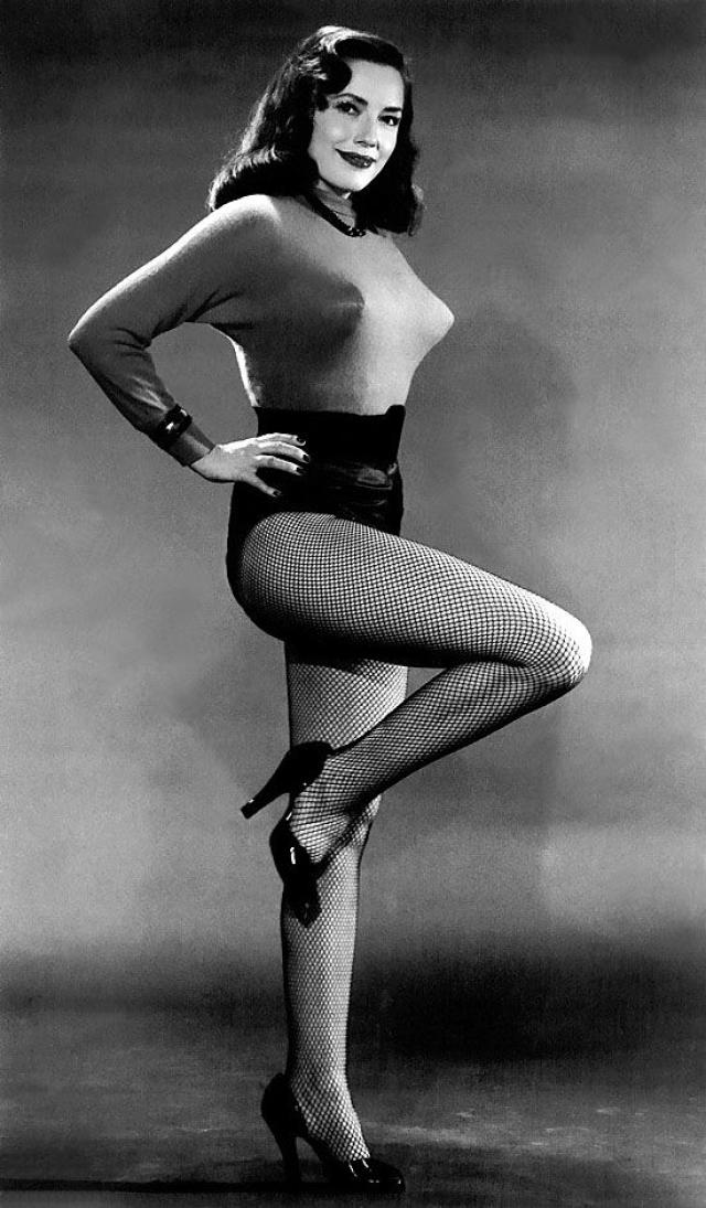 Такое название эта модель бюстгальтера, которую демонстрирует, например, Эвелин Вест , получила из-за конусообразной формы.