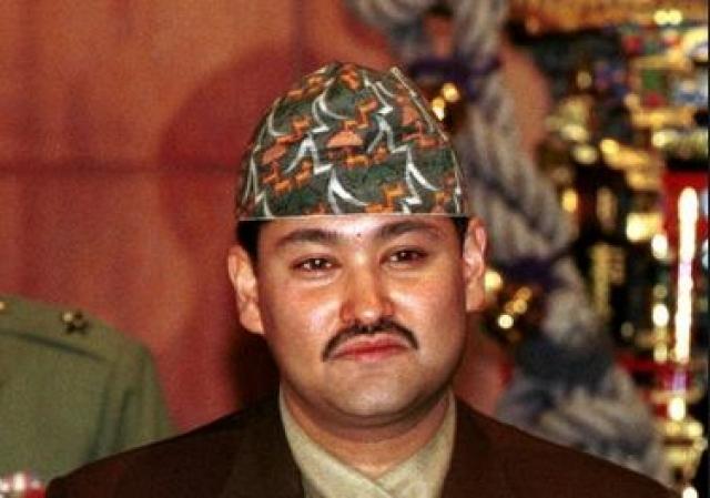 Согласно официальной версии, преступление совершил принц Дипендра, который расстрелял из винтовки М-16 и 9-мм пистолета-пулемета MP5K девятерых и тяжело ранил пятерых членов своей семьи.