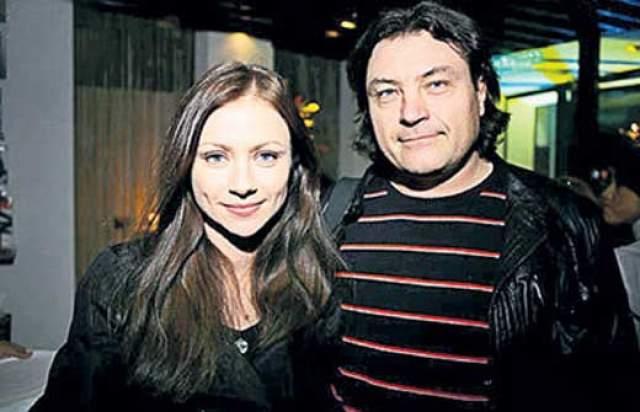 Мария Миронова. Первым мужем актрисы был Игорь Александрович Удалов - телевизионный бизнесмен, президент телекомпании World Fashion Channel Russia, но брак оказался недолгим.