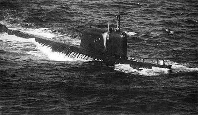 За сутки 6 облученный моряков погибли, а в последующие несколько недель погибли еще двое мужчин. Авария К-19 стала первой в истории катастрофой атомной подводной лодки.