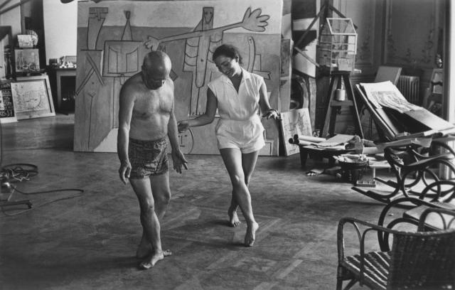 Пикассо умер 8 апреля 1973 года в Мужене (Франция) на своей вилле Нотр-Дам-де-Ви. Похоронен возле принадлежавшего ему замка Вовенарт.