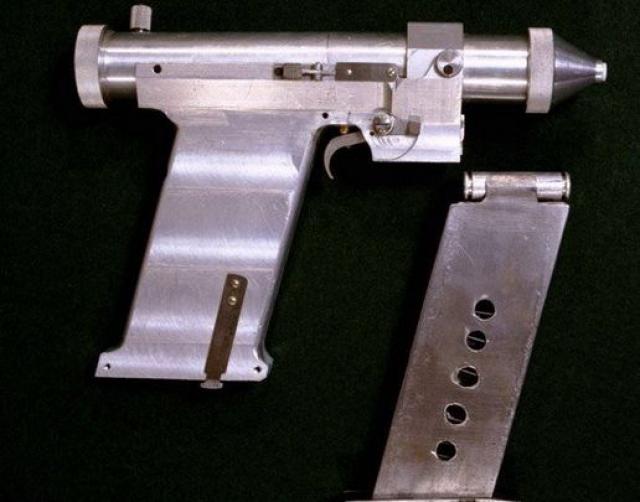 В условиях невесомости главным было полное отсутствие отдачи. Сейчас лазерный пистолет является памятником науки и техники и выставлен в Музее истории военной академии РВСН.
