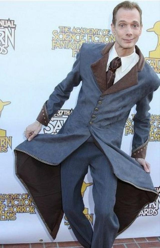 """Актер Даг Джонс, который часто играет всяких """"страшилок""""."""
