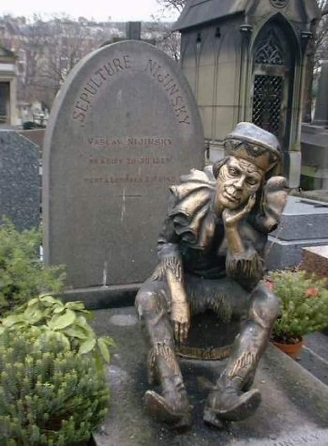 Вацлав Нижинский. Еще один российский танцовщик и хореограф польского происхождения, один из ведущих участников Русского балета Дягилева, также захоронен в Париже, на кладбище Монмартр.