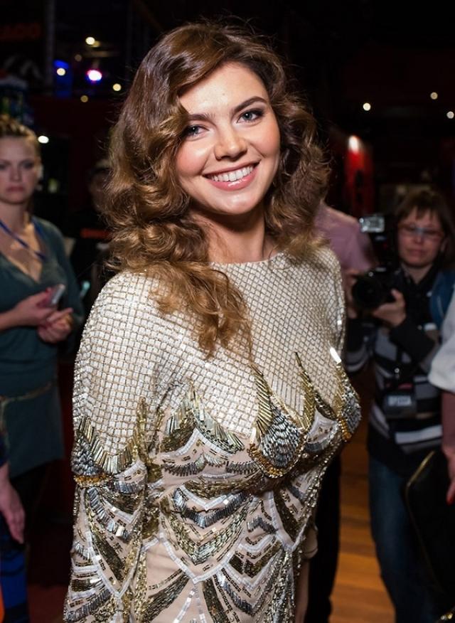 Журналисты сообщали, что Кабаева не смогла устоять перед столь страстным натиском и ответила ему взаимностью.