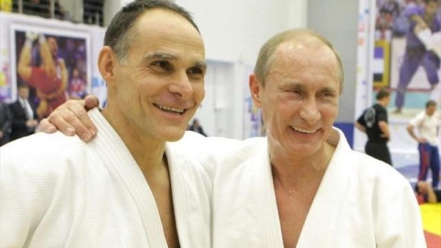 Эцио Гамбе. 8 января 2016 года паспорт гражданина РФ получил итальянский дзюдоист, главный тренер сборной России по дзюдо.