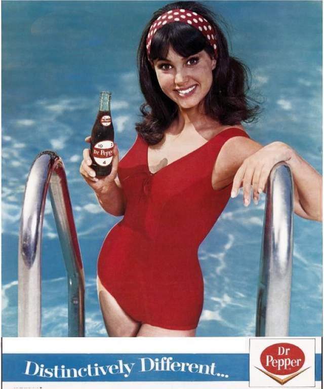 Донна Лорен, реклама напитка Dr. Pepper. В период с 1963 по 1968 год Донна Лорен (Donna Loren) была лицом напитка Dr. Pepper и неоднократно рекламировала его, мелькая на радио, телевидении и рекламных постерах.