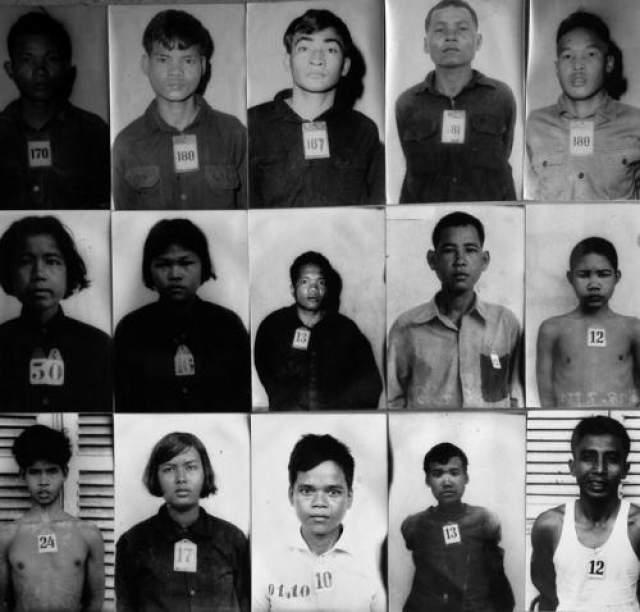 Охранники лагеря S21 фотографировали узников для личных дел. Многие из жертв известны сейчас только благодаря этим снимкам. Сейчас известно примерно 6 тыс. снимков узников, но поскольку почти все снимки были вырваны из папок с личными делами большинство жертв до сих пор не опознано.