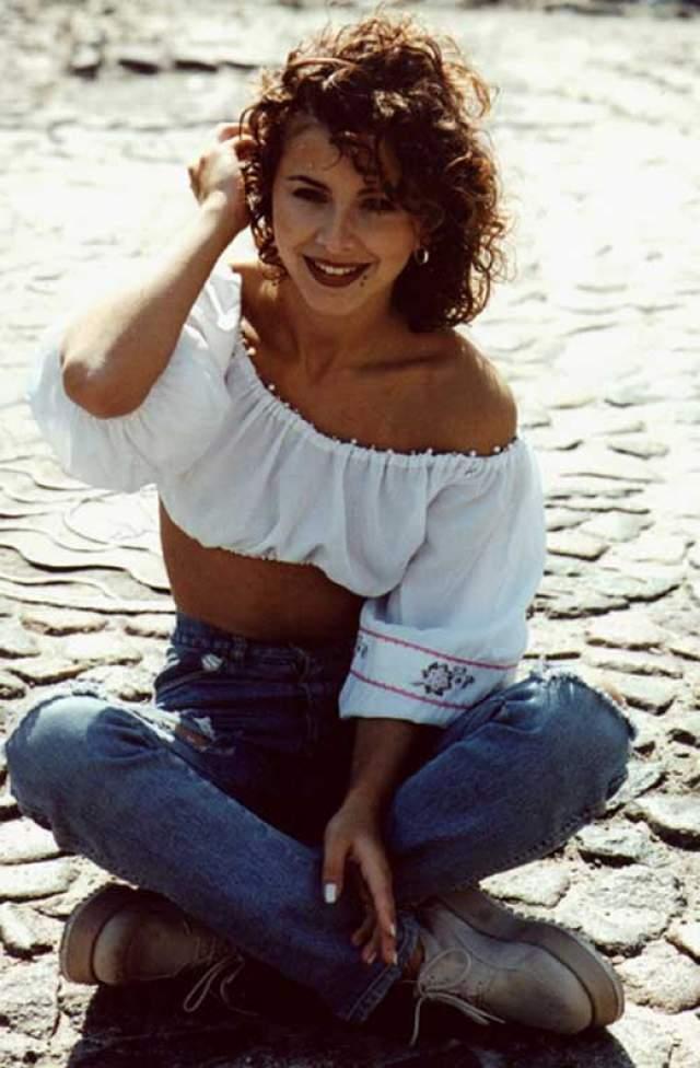 """Ани Лорак, 39 лет. Прозвищем """"кролик"""" певица обзавелась из-за крупных передних зубов. Но это ее никогда не смущало."""
