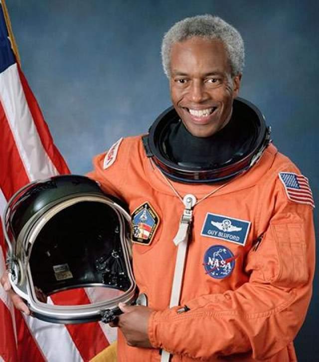 Первый афроамериканец в космосе - Гайон Блуфорд, 30 августа 1983 года.
