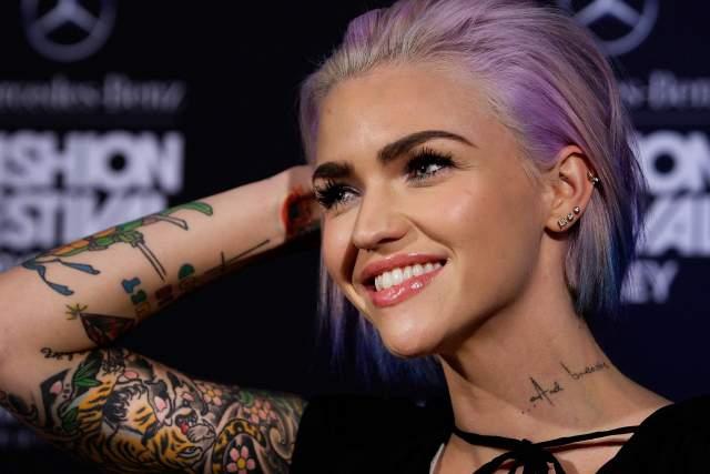 Красилась в оттенки фиолетового.
