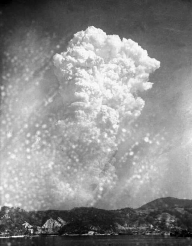Атомные бомбардировки Хиросимы и Нагасаки - единственные в истории человечества примеры боевого использования ядерного оружия.