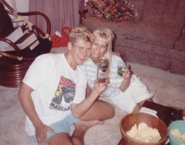 Пол Бернардо и Карла Хомолка Они познакомились в 1987 году в Торонто, поженились в 1991-м. За полгода до свадьбы Карла захотела подарить будущему мужу особенный подарок - девственность своей 15-летней сестры.