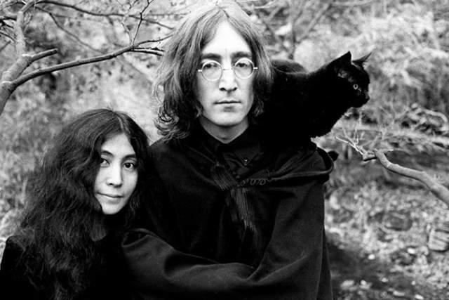 В 1966 году Джон познакомился с японской художницей-авангардистской Йоко Оно. В 1968 году у них завязался роман, а через год Джон и Йоко поженились и стали неразлучными.