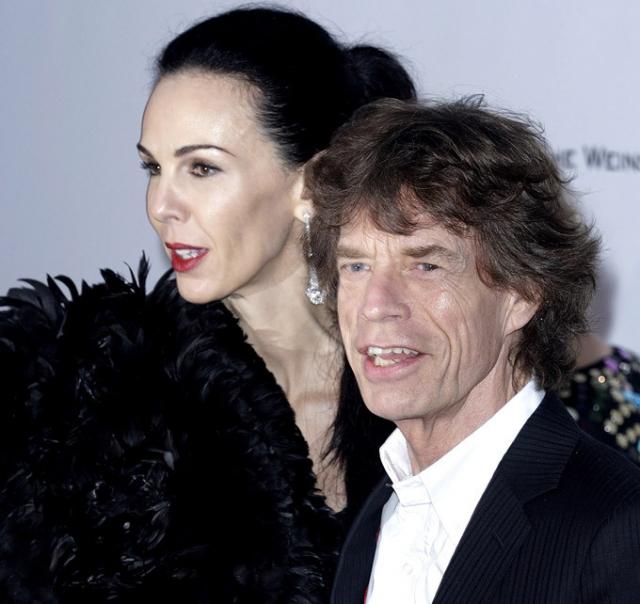 Мик Джаггер. С 2001 года музыкант жил с Л'Рен Скотт - американской фотомоделью, модельером, дизайнером костюмов и стилистом.