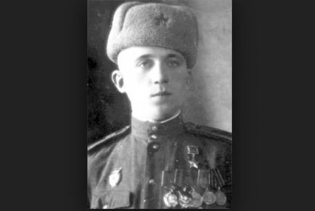 Иван Герасимов. 14-летний мальчик из-под Смоленска забрался в поезд с бойцами, желая отправиться на фронт. Отец его Федор Герасимович погиб на фронте, дом сгорел, и он был уверен, что в нем погибли его мать и три сестры.