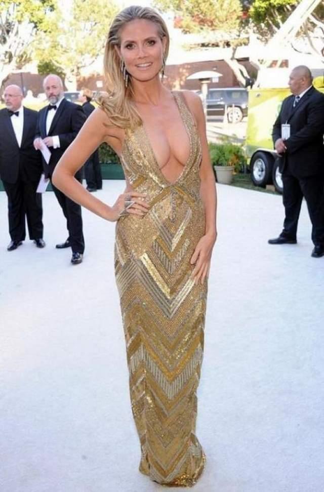 Таким моделям как Хайди Клум стесняться, без сомнения, нечего, остается только ей любоваться.