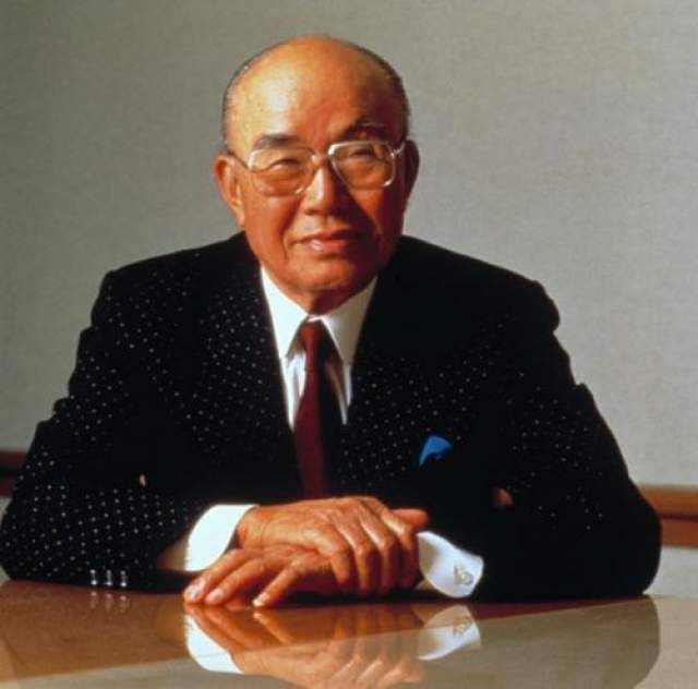 Соичиро Хонда Ему не удалось попасть на работу инженера в Toyota, и Хонда оказался безработным. но потом он начал собирать мотоциклы, открыл свое дело и стал миллиардером.
