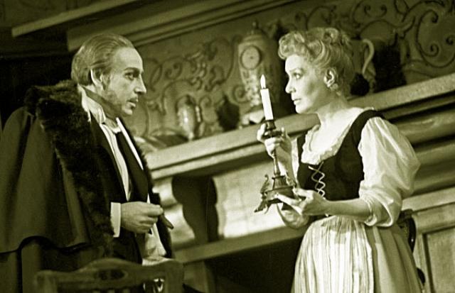 Орлова ушла в Театр имени Моссовета, где проработала еще двадцать лет, сыграв всего несколько ролей. Театральные достижения актрисы оказались куда скромнее.