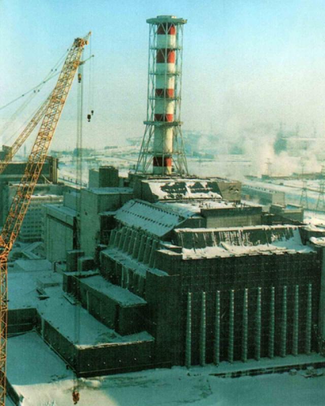 """Уже в октябре 1986 года, после обширных работ по дезактивации территории и постройки """"саркофага"""", 1-й и 2-й энергоблоки были вновь введены в строй; в декабре 1987 года была возобновлена работа 3-го энергоблока."""
