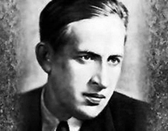 Ярослав Смеляков Советский поэт и переводчик, в 1934-1937 годах был репрессирован. В эти же годы Большого террора два близких другу Смелякова - поэты Павел Васильев и Борис Корнилов - были расстреляны.