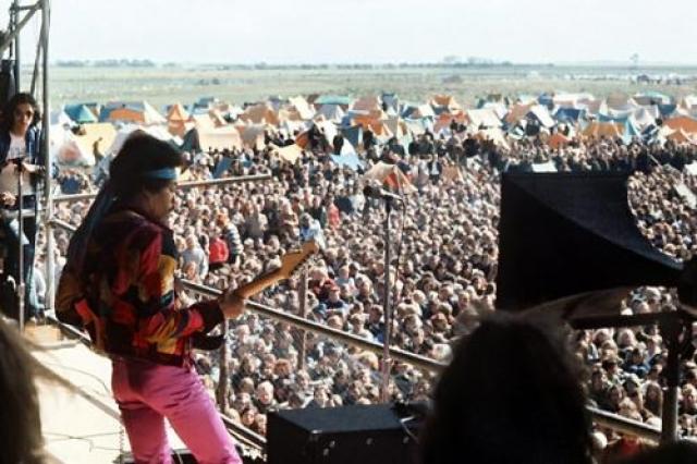 6 сентября 1970 года Джими Хендрикс в последний раз выступил в Великобритании на фестивале Isle of Wight. Зрители не хотели слушать его новые композиции, требуя старых хитов. Со сцены он уходил под гул недовольной толпы.