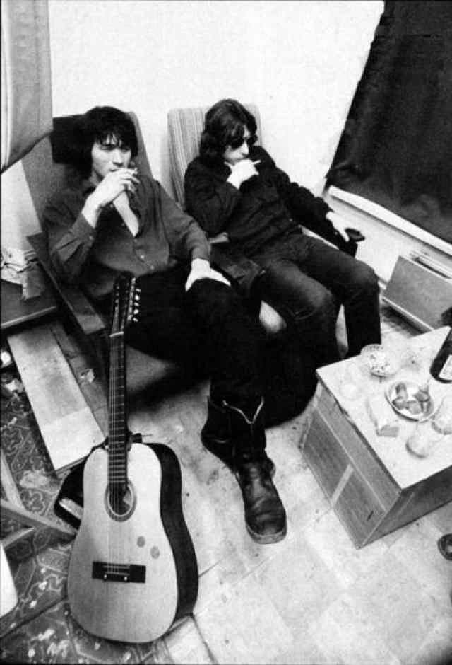 У Панова дома и начал играть первые квартирники Виктор Цой. Позже свою музыку Цой и Рыбин играли в Москве на квартирниках Артемия Троицкого.