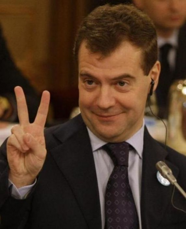 """Дмитрий Медведев : """"Я занимаюсь очень скучными делами. Я вынужден все время ходить в синих штанах""""."""