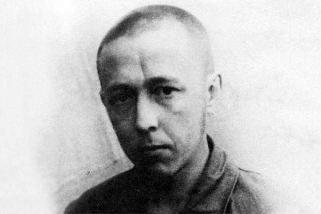 """В 1974 году - арест (за роман """"Архипелаг ГУЛАГ"""") обвинен в измене Родине, лишен гражданства, выслан из страны."""