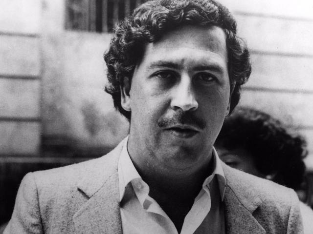 Эскобар начал преступный бизнес с заурядных краж, однако быстро пошел вверх, к 1977 году, став авторитетом номер один в криминальном мире.