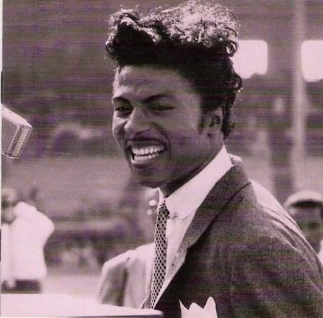 Литл Ричард (1951-наст.вр.). Музыкант родился в многодетной негритянской семье, и уже в возрасте 19 лет делал записи - хотя их, конечно, мало кто слушал и замечал. Но в 1955-м Ричарду удалось заключить выгодный контракт, и уже вскоре его карьера перевернулась.