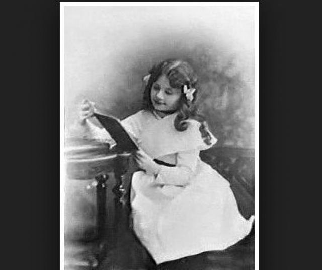 Родители хотели, чтобы дочь научилась актерскому мастерству, так как Любовь была талантливой девочкой с самого рождения. В гостях у семьи Орловых часто бывал Федор Шаляпин.
