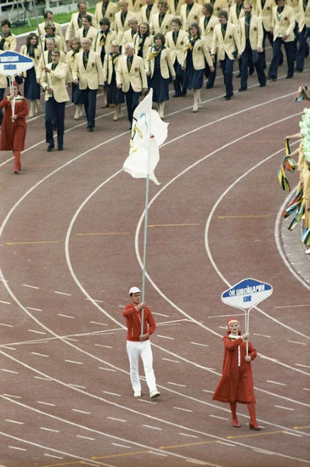 Некоторые спортсмены из Великобритании, Франции и Греции приехали на Игры в индивидуальном порядке по разрешению своих олимпийских комитетов, но команды Великобритании и Франции были намного меньше, чем обычно.