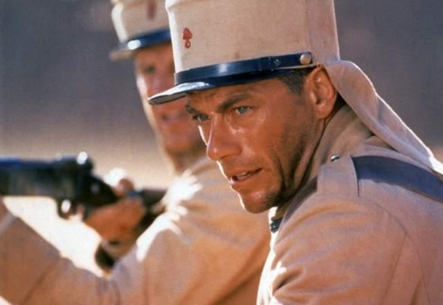 """В середине и конце 90-х годов востребованность Жан-Клода ВанДамма снижается из-за падения популярность на боевики, основанные на единоборствах. Такие фильмы, как """"Легионер"""" и """"Колония"""" не принесли ему успеха, несмотря на неплохие сценарии и хорошую игру актеров."""
