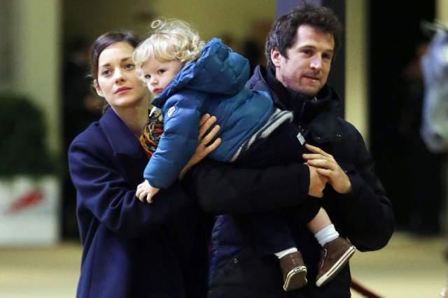 О том, что отношения Марион и Гийома перешли на новый уровень, стало известно в 2009, через год Гийом сделал актрисе предложение, а в мае 2011 года у пары родился первенец Марсель.