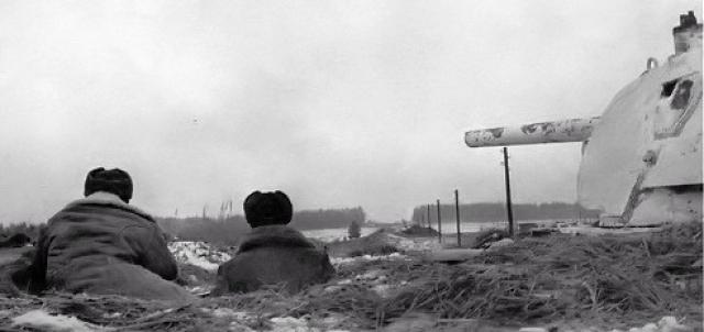 На самом деле бой имел место, но за два дня 1075-й стрелковый полк потерял около 400 человек убитыми, 100 человек ранеными и 600 пропавшими без вести. Силами всего полка было уничтожено 15 немецких танков.