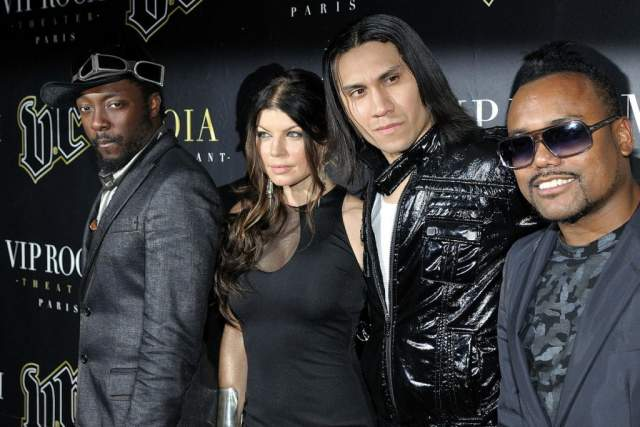 Ферги (Стейси Энн Фергюсон), 43 года. Экс-солистка группы The Black Eyed Peas стала известна именно благодаря им в 2002 году, хотя было заметно, что все участники коллектива - самостоятельные личности, прекрасно существующие друг без друга.