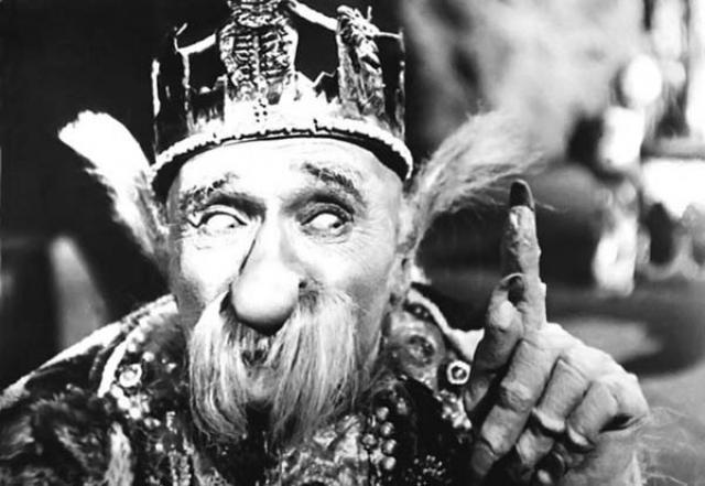 В общей сложности актер сыграл Бабу Ягу на экране около десяти раз, и этот образ не был статичным, он все время развивался. Со временем его героиня из злобного врага превратилась в старушку-сплетницу, измученную радикулитом и не лишенную человеческих слабостей.