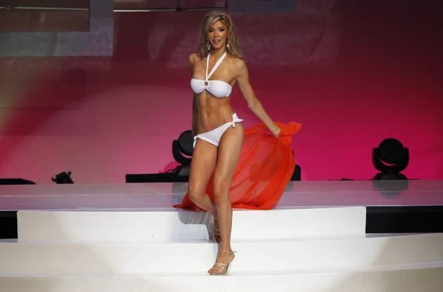 """Дженна Талкова Канадская модель-транссексуал, прославившаяся тем, что судилась с организаторами конкурса """"Мисс Вселенная Канада"""", которые дисквалифицировали ее, как только выяснилось, что она транссексуал. В итоге ей разрешили пройти конкурс, и она попала в топ-12."""