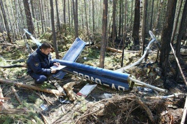 Вертолет, на борту которого находился Игорь Есиповский, должен был вернуться на базу МЧС в поселок Никола из поселка Большое Голоустное около часа дня по местному времени.