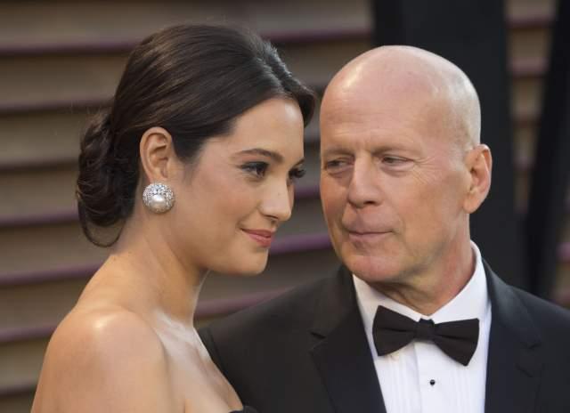 Актера и его новую жену не смутила существенная разница в возрасте. У Брюса и Эммы подрастают две дочери: Мейбл Рей и Эвелин Пенн. Семья живет в Нью-Йорке, в квартире рядом с центральным парком.