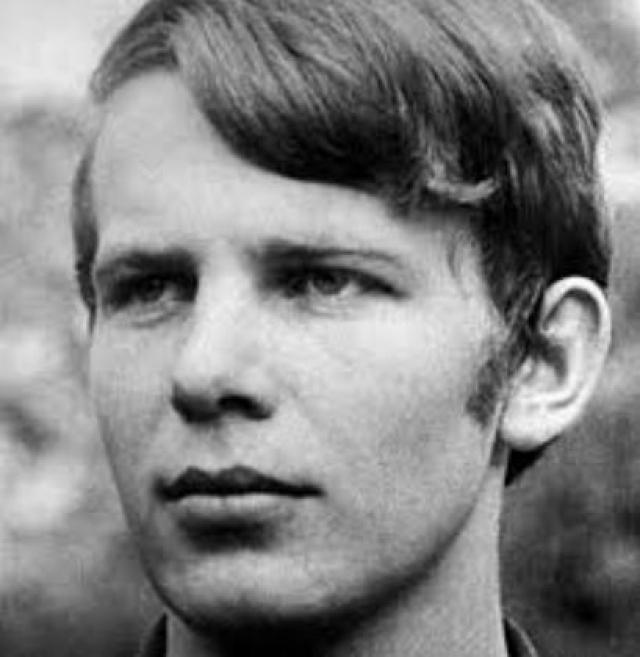 Один из погибших - Ян Зайиц - покончил с собой также на Вацлавской площади.