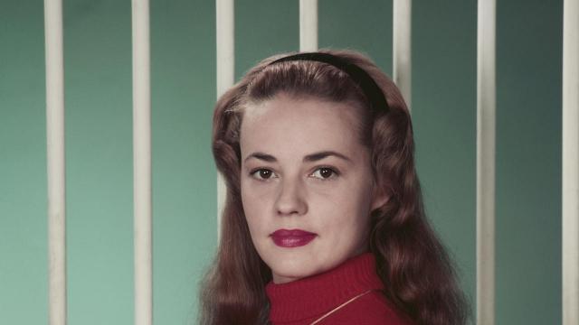 Жанна Моро. В 1947 году девушка впервые вышла на сцену в рамках Авиньонского театрального фестиваля, а через несколько месяцев была зачислена в труппу Комеди Франсез, став самой молодой актрисой легендарного театра за его трехсотлетнюю историю.
