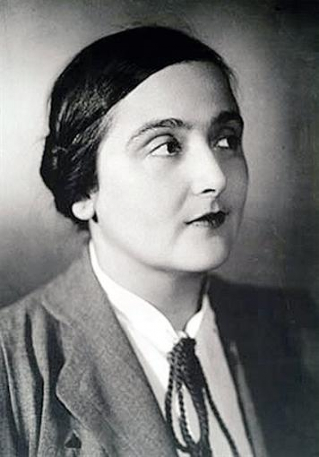 Не обладая самой эффектной внешностью, Вицин увел жену у главного режиссера театра. Эта любовная история в 1936 году потрясла всю театральную Москву.