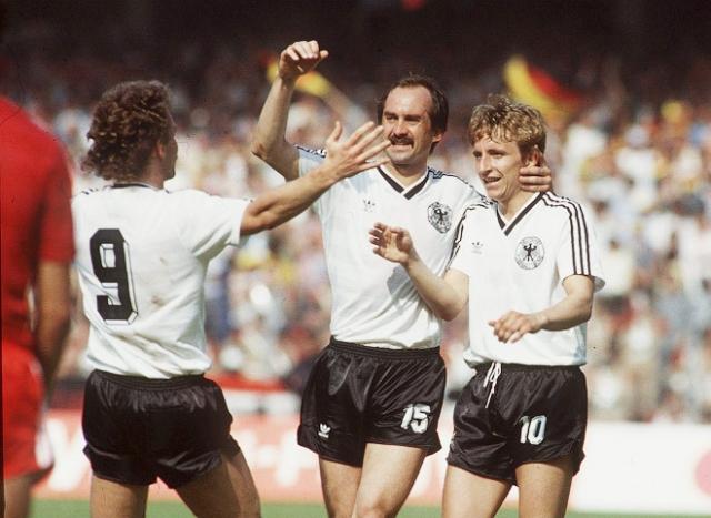 1982. В заключительном матче группового турнира сборные ФРГ и Австрии играли последними, при счете 1:0 в пользу немцев в следующий раунд проходили обе команды.
