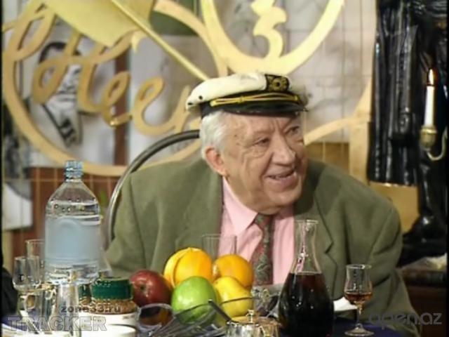 """В последние годы он вел юмористическую передачу """"Белый попугай"""", являлся одним из постоянных участников передачи """"В нашу гавань заходили корабли""""."""